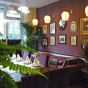 La Salle à Manger du Square Trousseau, dressée avec raffinement pour des repas privés (F.Boulanger et E.Bonaventure)