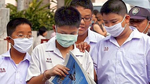 Des étudiants thaïlandais, à Bangkok. (photo AFP)