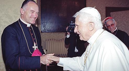Le 29 août 2005 à Rome, le pape Benoît XVI rencontre Mgr Bernard Fellay, responsable de la Fraternité Saint Pie X.