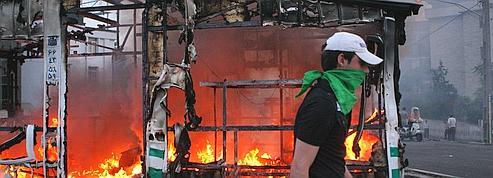 Iran : Kouchner veut «poursuivre le dialogue»<br/>