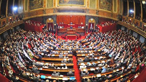 Nicolas Sarkozy a inauguré lundi une nouvelle prérogative présidentielle, en s'exprimant devant les parlementaires pour la première fois depuis 1848.