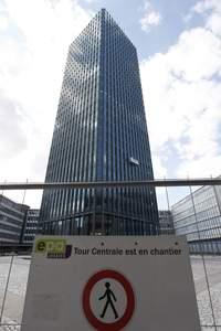 La tour de Jussieu est désormais réhabilitée, mais les travaux sur le site sont loin d'être terminés.