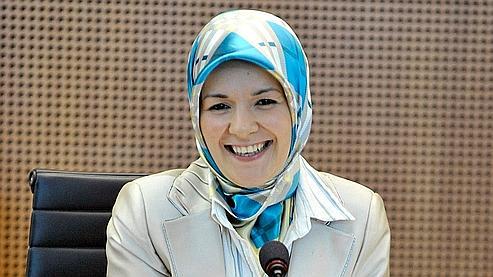 À 26 ans, Mahinur Özdemir est également devenue la cadette du parlement régional.