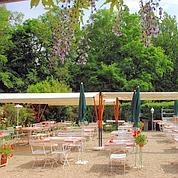 Ambiance guinguette au Chalet de l'Oasis dans le parc de Saint-Cloud.