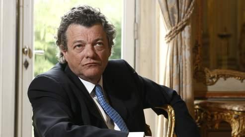 Jean-Louis Borloo (ici dans son bureau, à Paris, le 6 mai) :«Nous devons faire de la politique avant tout pour nos enfants.»