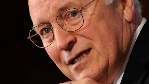 L'ex-vice-président américain Dick Cheney a fait pression sur les responsables de la CIA pour que ceux-ci omettent d'informer les parlementaires de leur programme secret.