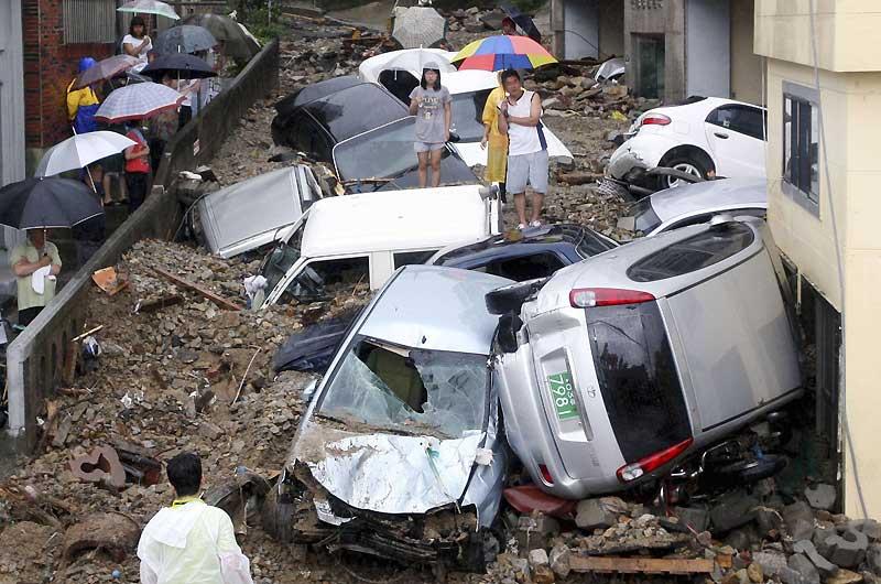 Un torrent de boue s'est abattue sur la localité de Busan, en Corée du Sud, après des pluies diluviennes. Des dizaines de voitures ont été projetées dans les rues.