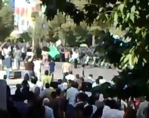Capture d'une vidéo postée lundi, montrant une manifestation à Shiraz.