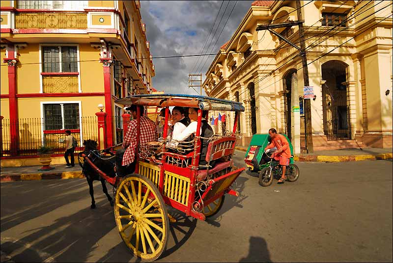 Outre sa baie et l'église baroque de San Agustin, le quartier historique d'Intramuros est l'un des attraits de Manille.