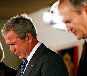 M. Bush et sa très pieuse Maison-Blanche ont fait croire aux Américains que les gouvernements des origines étaient inspirés par la Bible.