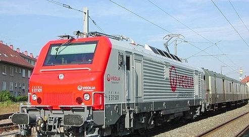 Un train de marchandises de Veolia Cargo. Eurotunnel devrait racheter les actifs français de la branche fret de Veolia.