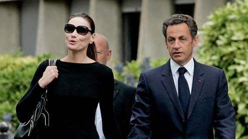 Accompagné de son épouse, Nicolas Sarkozy a quitté l'hôpital peu après 11 heures.