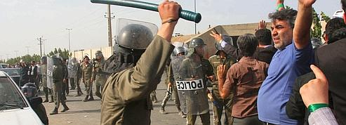 Iran : la police réprime<br/>des manifestants à Téhéran<br/>