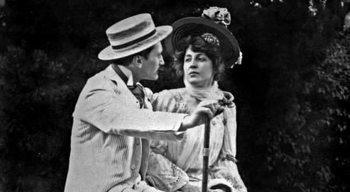 Edmond Rostand et Rosemonde Gérard. À 20 ans, Rostand, jeune auteur inconnu, paya le directeur du théâtre pour que sa pièce Le gant rouge soit jouée. Devenu célèbre, il paya à nouveau pour qu'elle ne revienne pas à l'affiche.