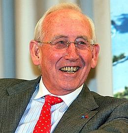 Gérard Mulliez fonde à 30ans son premier magasin.