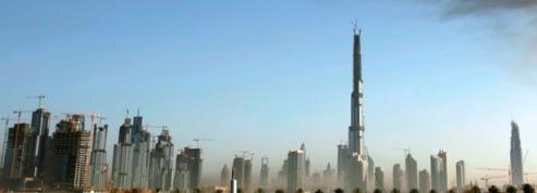 A Dubaï, la plus haute tour du monde a atteint son sommet<br/>
