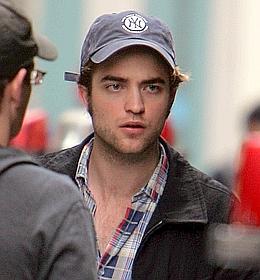 Robert Pattinson campera le Bel-Ami d'une adaptation cinématographique de Maupassant.