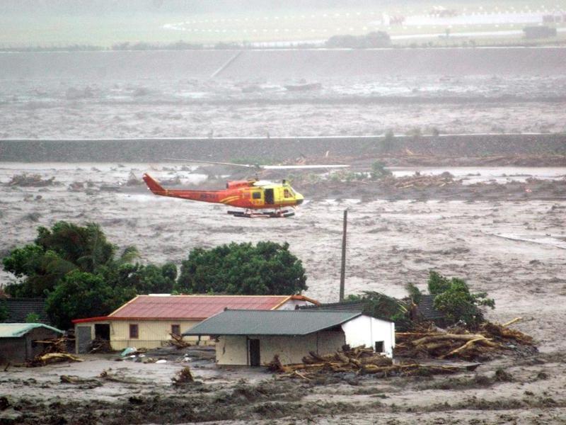 Plusieurs comtés du sud de l'île ont signalé jusqu'à deux mètres de précipitations, qui ont provoqué les pires inondations dans la région depuis un demi-siècle. En août 1959, un typhon avait fait 667 morts et 1.000 disparus.