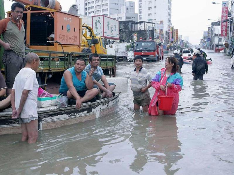 Le typhon Morakot a causé à Taïwan des dégâts d'au moins 832 millions de dollars taïwanais (26 millions de dolars américains) dans le secteur agricole et plus d'un million de foyers étaient privés d'électricité.