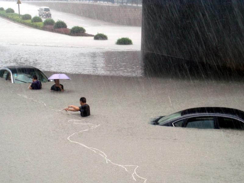 Le typhon a perdu de sa puissance au fur et à mesure qu'il progressait vers le nord du pays. Il a été rétrogradé lundi en tempête tropicale. Morakot a atteint lundi matin la frontière entre les provinces du Fujian et du Zhejiang (photo), ses vents soufflaient jusqu'à 83 km/h.