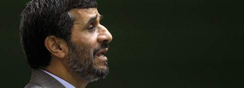 � T�h�ran, Ahmadinejad noyaute <br/>le QG des espions<br/>