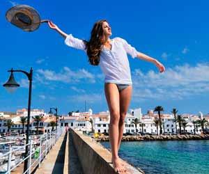 Lorena est une célébrité à Minorque. Enfin, pas entièrement... Une partie d'elle seulement est connue sur l'île. Ses jambes !