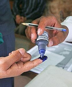 Pour contrer la fraude, une encre indélébile sera appliquée le 20 août sur l'index de toute parsonne ayant voté.