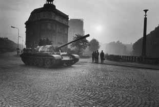 L'entrée des troupes du pacte de Varsovie, à Trutnov en août 1968.