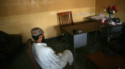 Avant de les rencontrer, Abed (emprisonné à Pulli Charkhi depuis quinze mois) n'avait jamais entendu parler des talibans. Cinq mois d'endoctrinement religieux et politique plus tard, le jeune Pakistanais était prêt à «sacrifier (sa) vie pour l'islam». (Crédits photo : Paul Assaker)