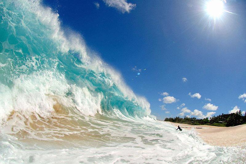 Vague géante sur la plage de Ke Iki, à Hawaï, considéré comme l'un des meilleurs spots de surf au monde.