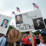 Des mabifestants devant le Capitole, à Washington.