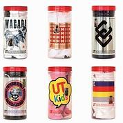 Les UT, tee-shirts sérigraphiés vendus sous tube plastique