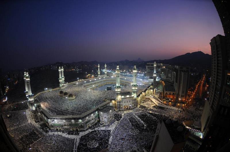 Des centaines de milliers de musulmans se retrouvent à l'aube, à la Mecque, première ville sainte de l'Islam.