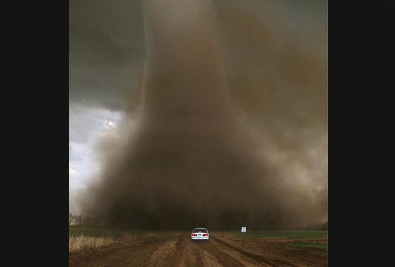 Impossible d'échapper à cette tornade photographiée dans le Kansas par Jim Reed, surnommé depuis 20 ans le «chasseur d'ouragan».