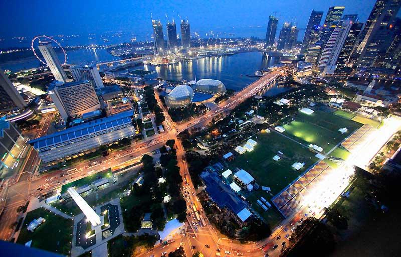 Ces grandes artères éclairées, mardi 22 septembre, accueilleront dimanche le Grand Prix de Formule 1 de Singapour.