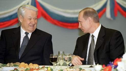 Boris Eltsine et Vladimir Poutine en 2001 lors d'une réception au Kremlin.
