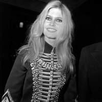 Brigitte Bardot arrivant au palais de l'Elysee le 7 decembre 1967 pour la reception des «Arts et lettres» .