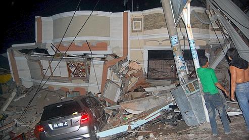 Jakarta redoute que le bilan soit aussi lourd que celui du séisme de 2006 qui avait frappé le centre de Java et fait 6.000 morts.