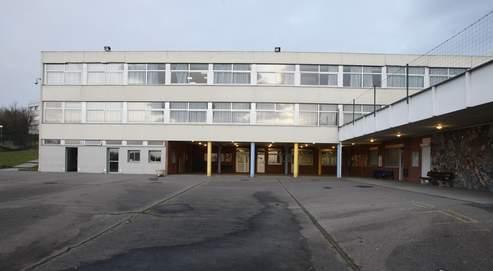 Le lycée jean-Baptiste Clément à Gagny avait été attaqué par des jeunes cagoulés et armés en mars. Douze élèves avaient été blessés.