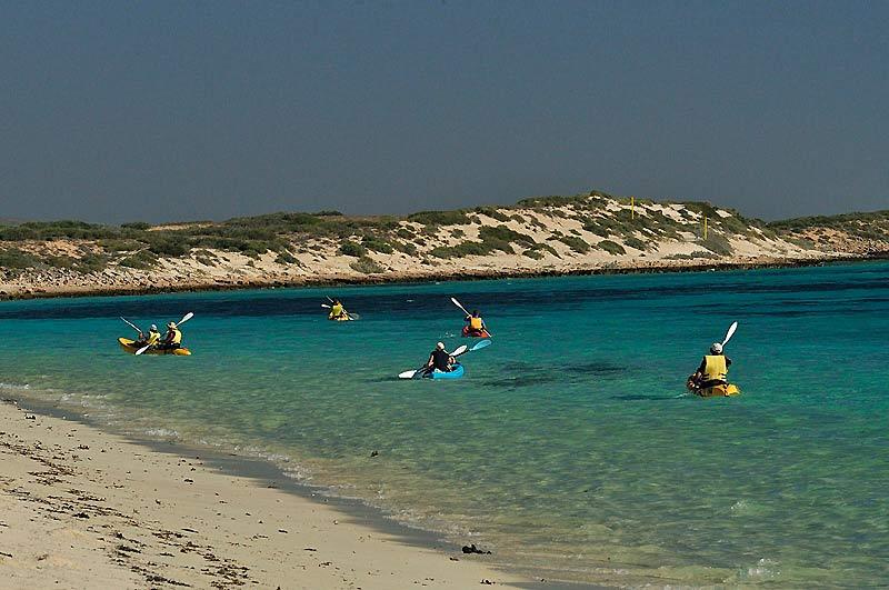 Parmi les activités proposées par le lodge, une virée en kayak pour explorer les récifs coralliens plus au large.