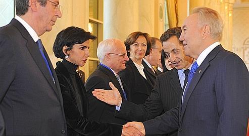 Lors d'unevisite d'État au Kazakhstan le 6 octobre dernier, Nicolas Sarkozy présente son ancienne ministre de la Justice, Rachida Dati, au président Nursultan Nazarbaev.