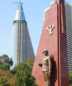 Quand sa construction a commencé en 1987, Kim Il-sung voulait que l'hôtel Ryugyong soit le bâtiment le plus haut d'Asie.