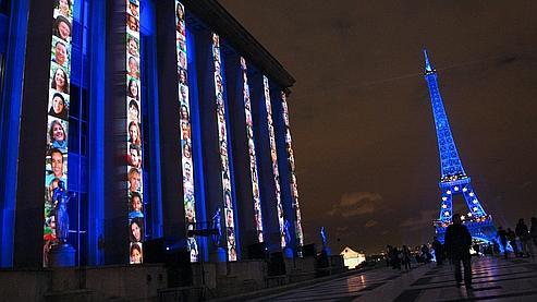 L'illumination de la tour Eiffel aux couleurs de l'UE pendant six mois a coûté 1.500.000 euros.