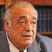 Philippe Séguin a fait remarquer que la fusion des conseillers généraux (département) et régionaux ferait économiser à peine 3000 postes.