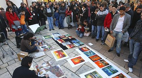 Peinture à la bombe dans la ville d'Angoulême pendant l'édition 2008 du festival d'Angoulême.