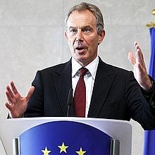 Les deux grands partis, le PPE conservateur et les socialistes du S & D, ont décidé d'un partage des rôles qui exclut Tony Blair: la présidence du Conseil pour le PPE, les relations extérieures pour le S & D.