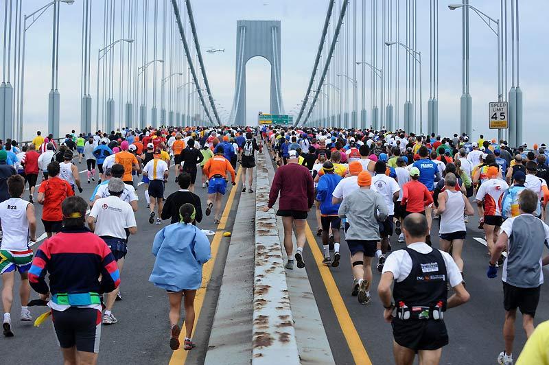 Comme chaque année, ils étaient près de 30 000 coureurs à s'élancer sur le pont de Verrazano, au début du quarantième marathon de New York, dimanche 1er novembre.