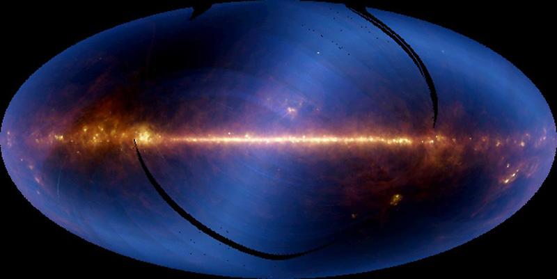 Cette image de la NASA, prise le mardi 3 novembre, nous montre un ciel presque entier, vu par les ondes infrarouges du télescope spatial IRAS. La bande horizontale lumineuse est le plan de notre galaxie.