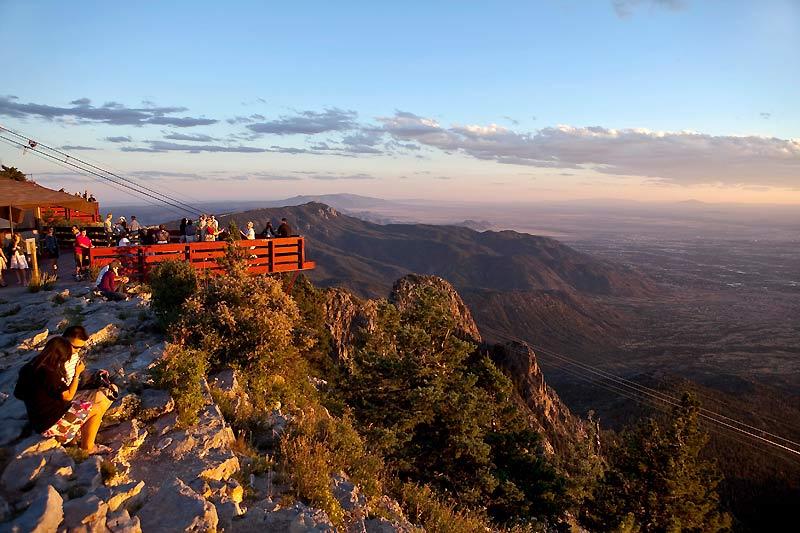 La vue panoramique depuis le Sandia Peak, dressé à 4 344 mètres au-dessus de la plaine d'Albuquerque.