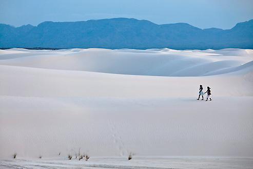 Le White Sands National Monument au sud du Nouveau-Mexique : une mer de gypse bordée par un ciel immense, un jardin presque secret de solitude et d'émerveillement.